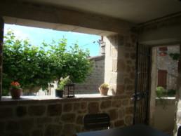 la-castanea-gite-aguyane-terrasse