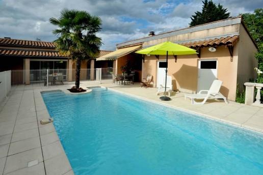 la-castanea-gite-st-privat-piscine